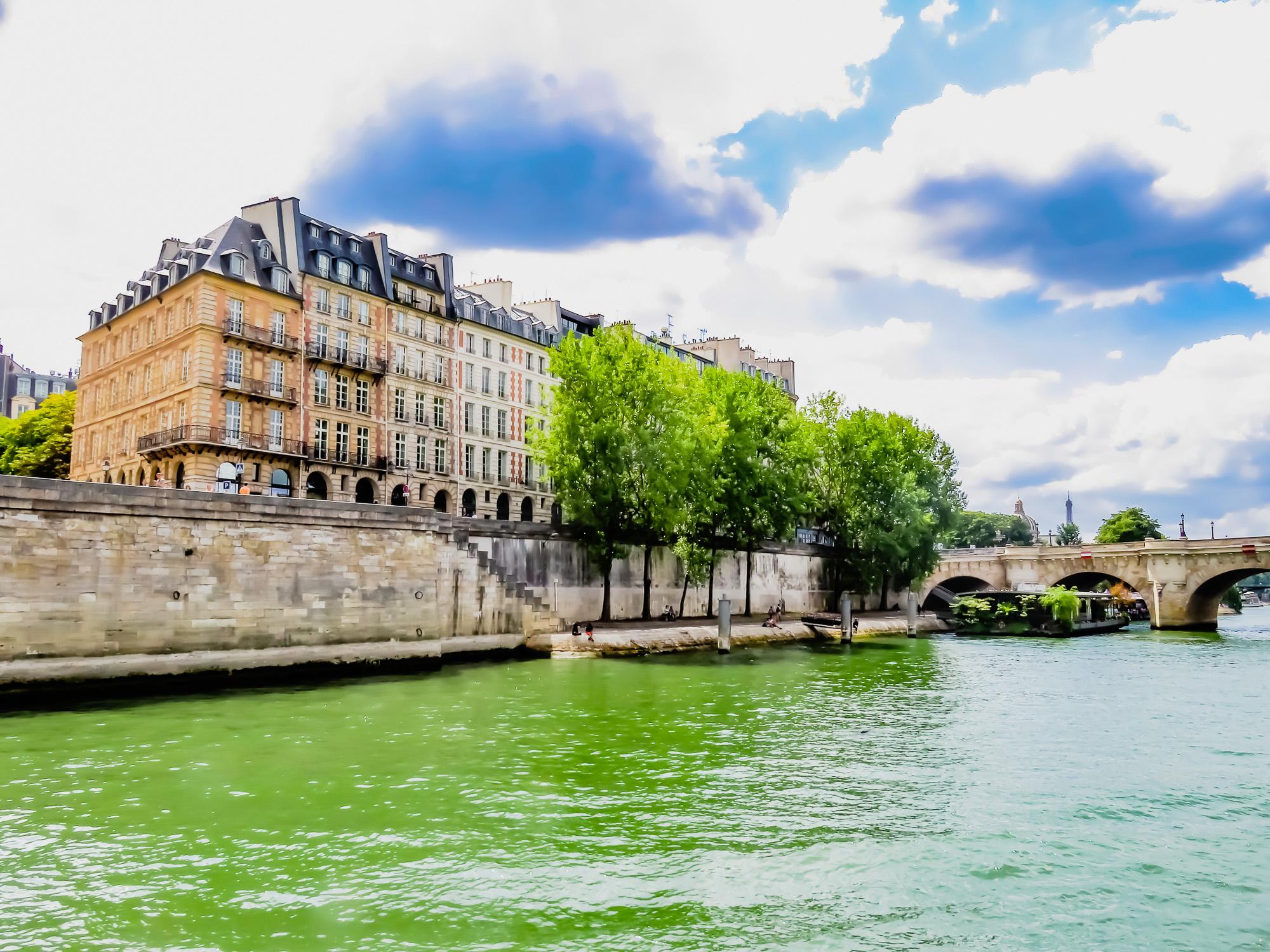 Paris -18-77